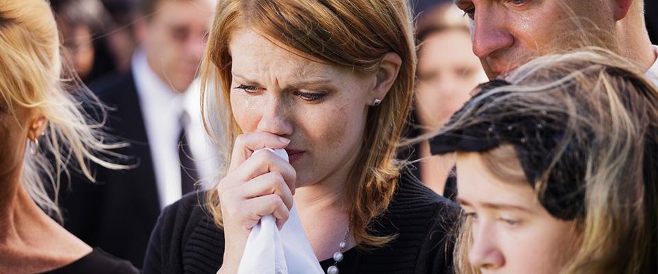 płaczący ludzie